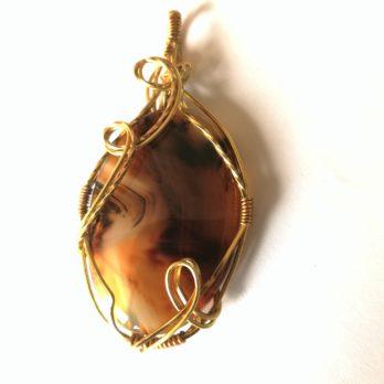 pendentif en pierre naturelle d'agate rubanée et laiton écrin de pierre